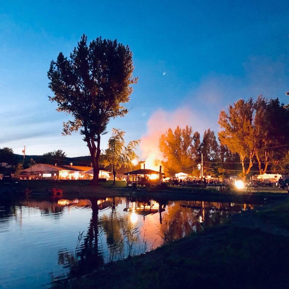 feu de camp camping Rougemont
